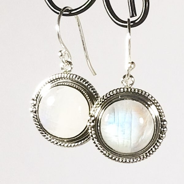 Borrow Jewelry For A Special Event Featured Image